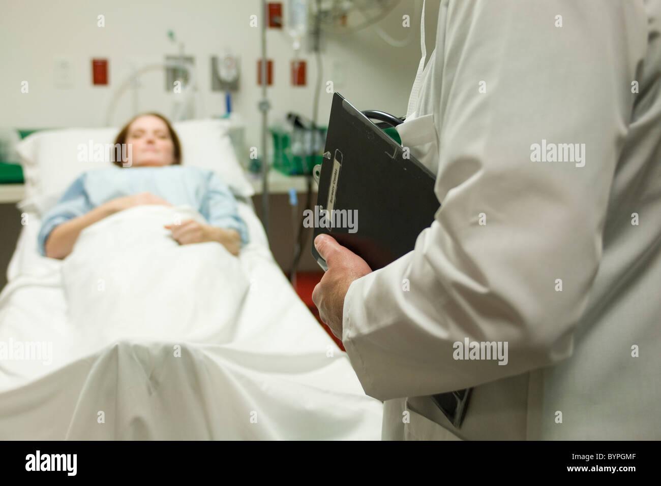Surveillance médecin patient in hospital Photo Stock