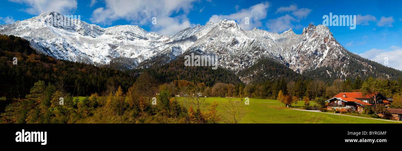 Montagnes dans les Alpes de Berchtesgaden qui forment ce qu'on appelle la sorcière de couchage (Schlafende Photo Stock