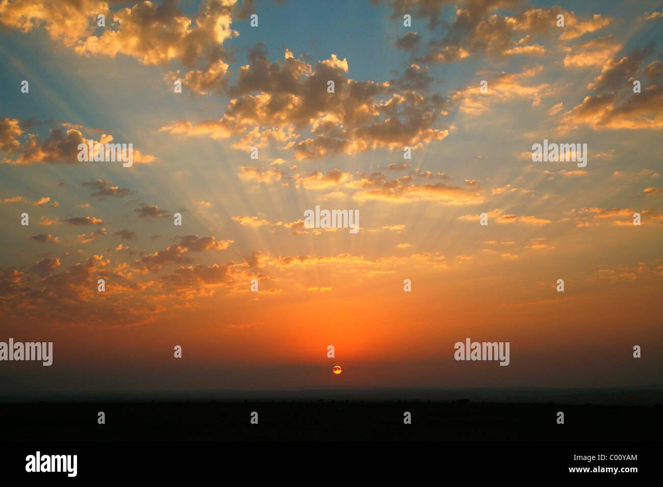 Coucher du soleil à Wadi Araba, la Jordanie. Photo Stock