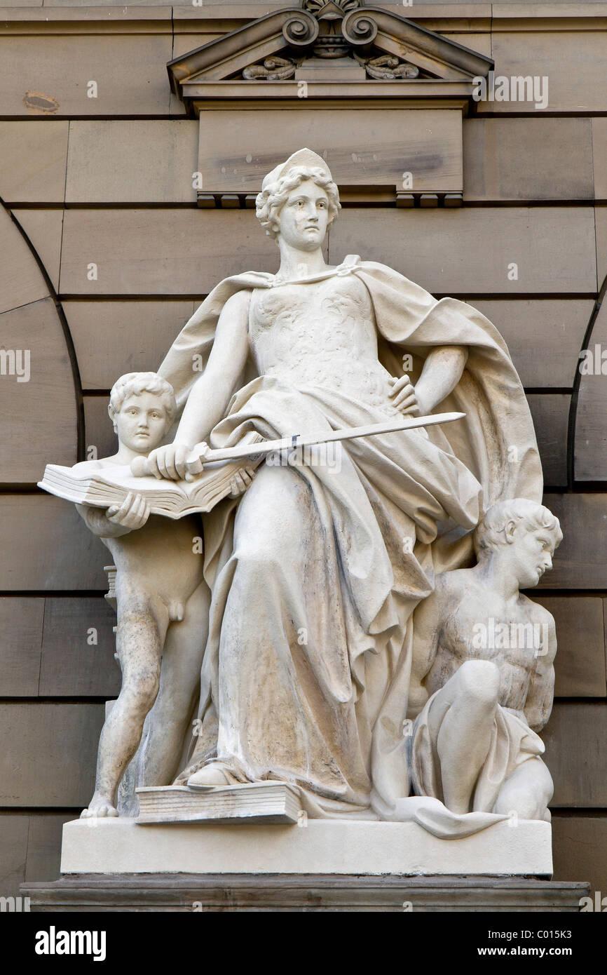 Justitia statue avec épée, palais de Olgastrasse, Ulm, Bade-Wurtemberg, Allemagne du sud, de l'Europe Photo Stock