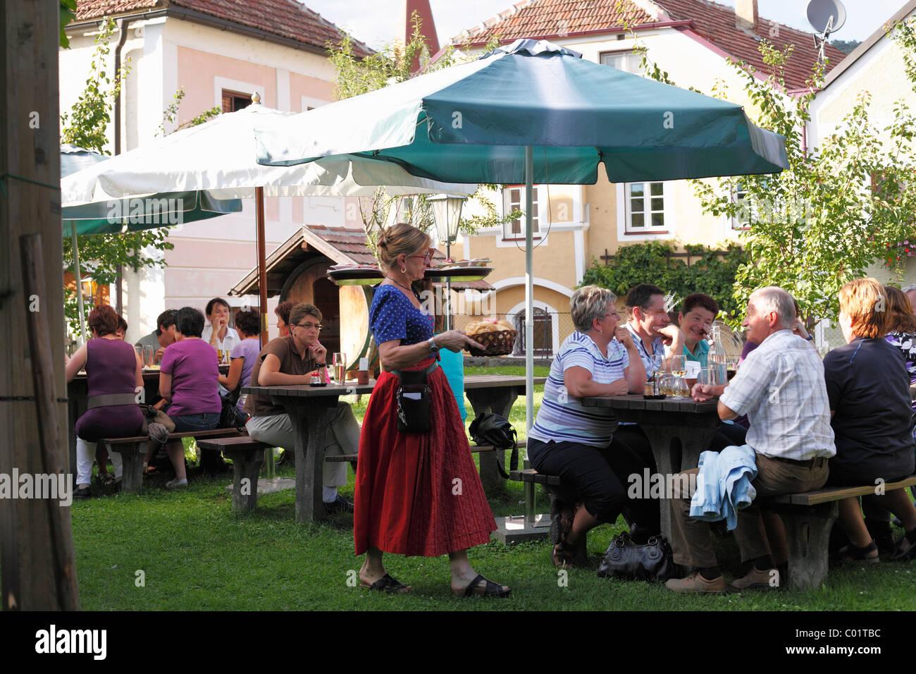 Noiblinger taverne à vins de saison, Weissenkirchen dans la vallée de la Wachau, région de Waldviertel, Photo Stock