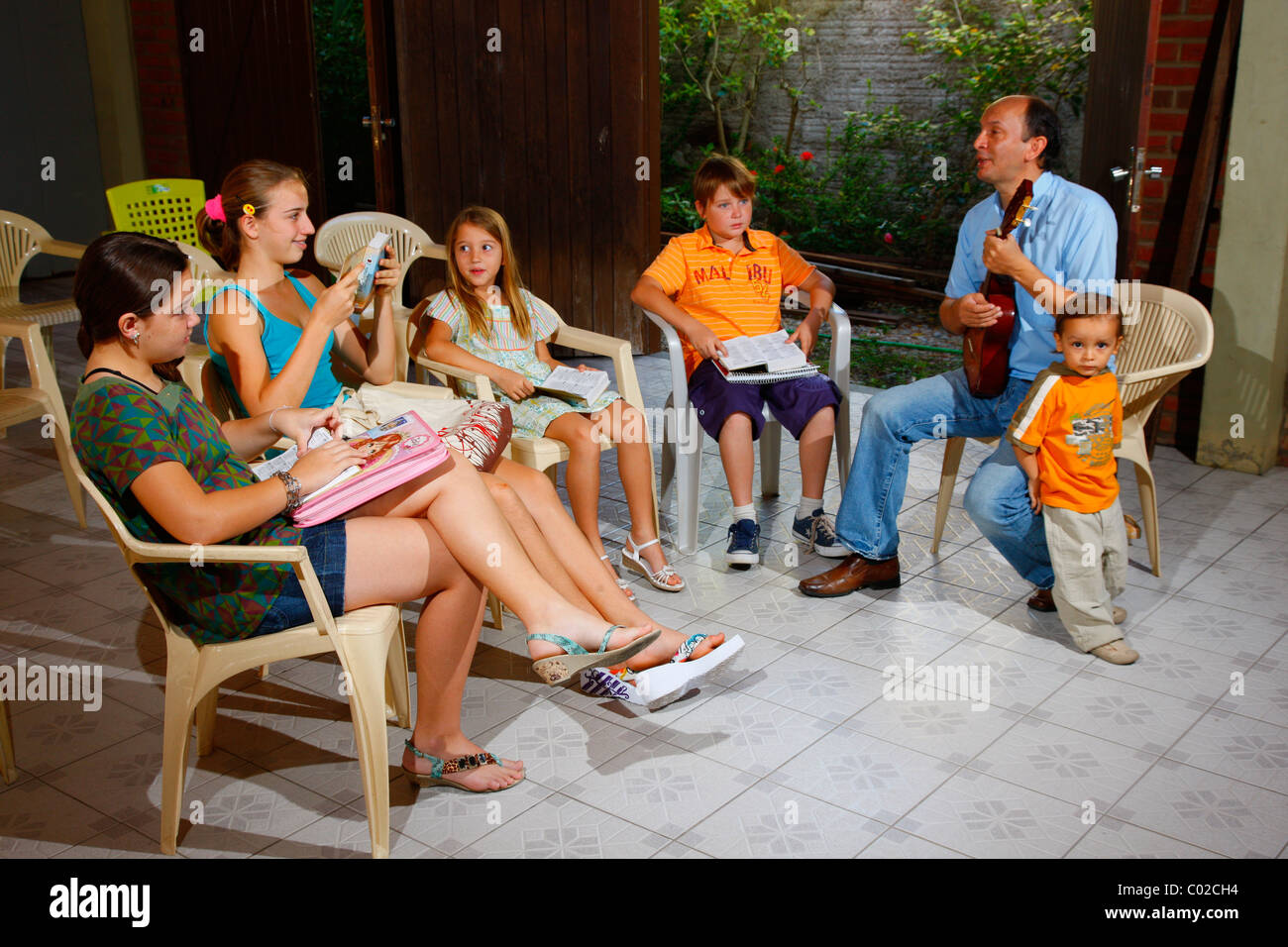 Les enfants pendant l'école du dimanche, Fortaleza, Ceará, Brésil, Amérique du Sud Photo Stock