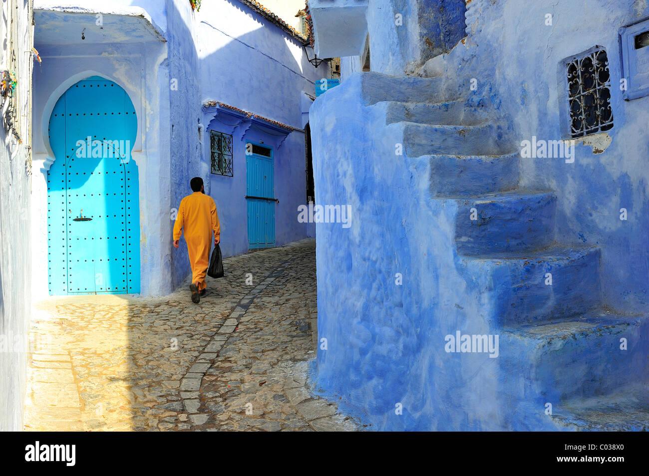 Rues étroites et escalier dans la médina de Chefchaouen, Maroc, montagnes Riff, Afrique Banque D'Images