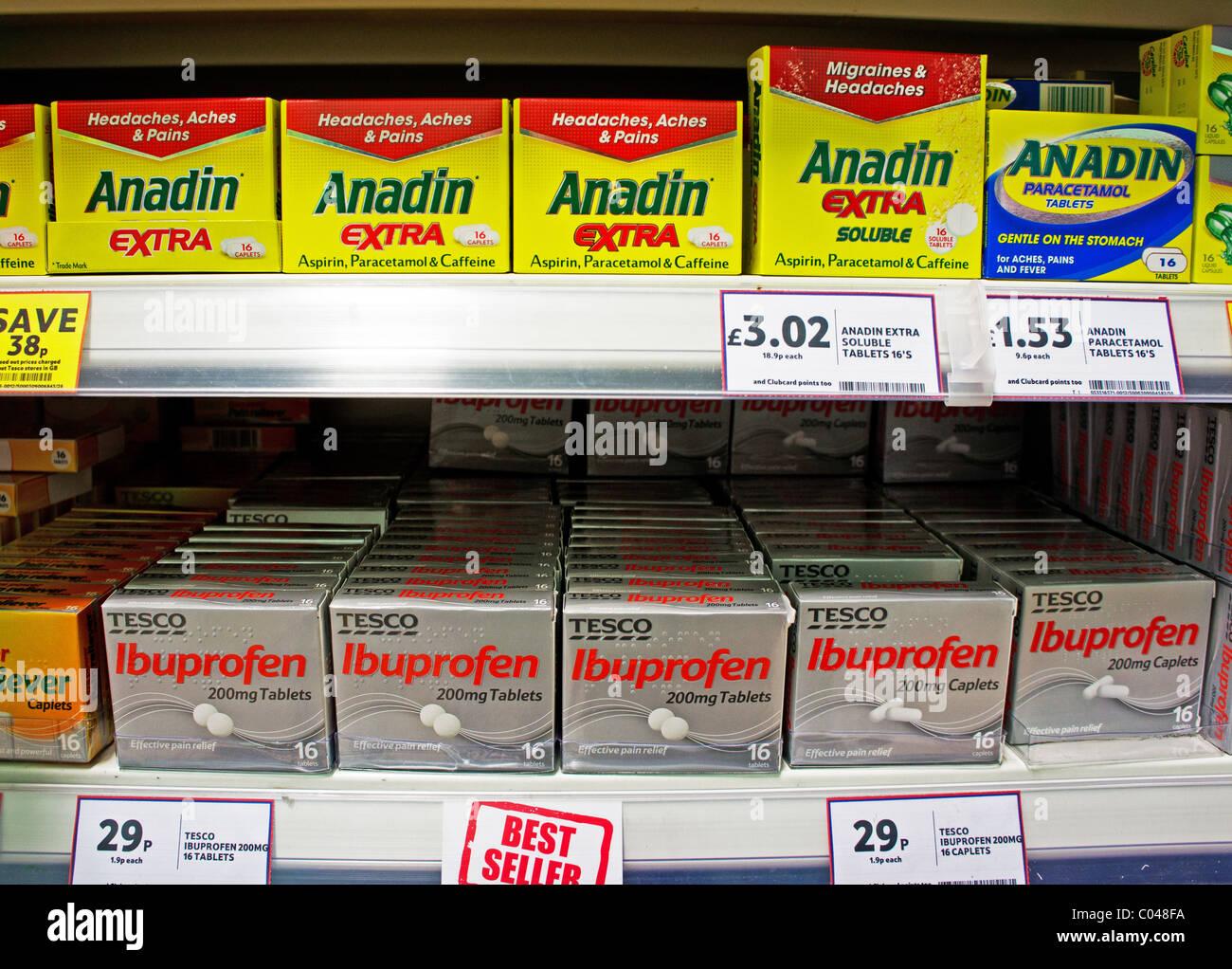 Les comprimés de soulagement de la douleur dans un supermarché au Royaume-Uni Photo Stock
