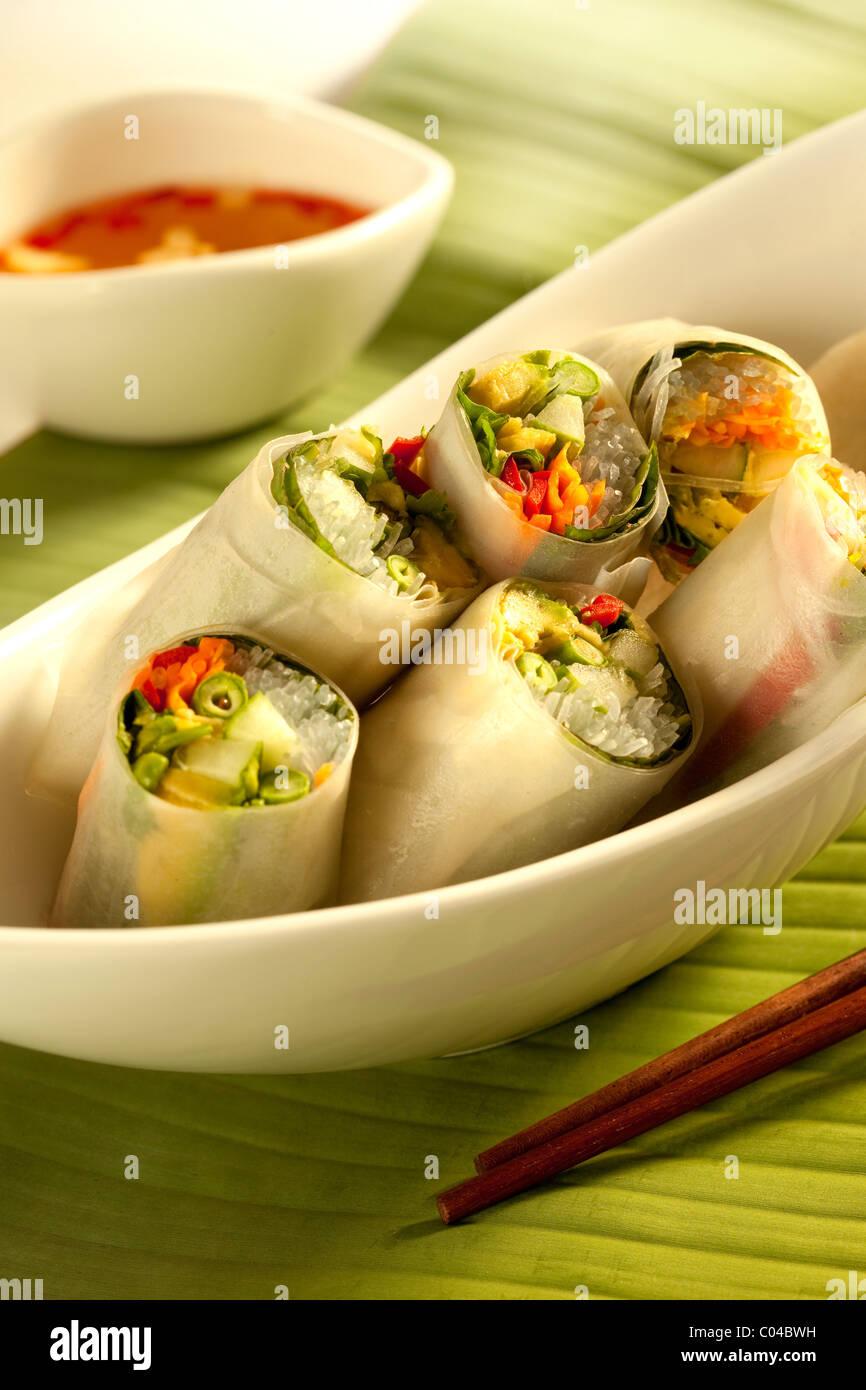 Recette rouleaux de printemps vietnamiens avec de l'avocat Photo Stock
