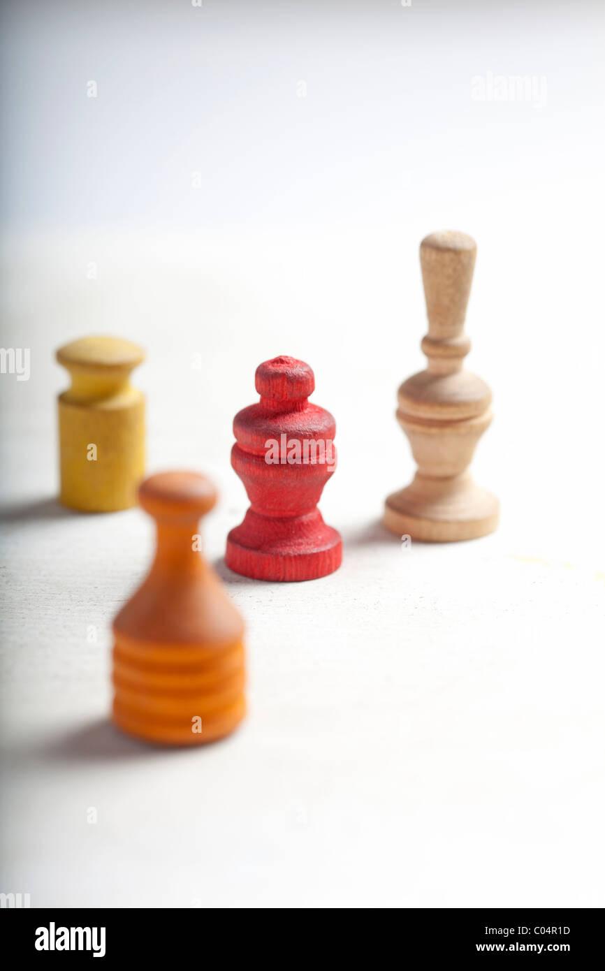 Pièces de jeu d'antiquités ou des marqueurs on white Photo Stock