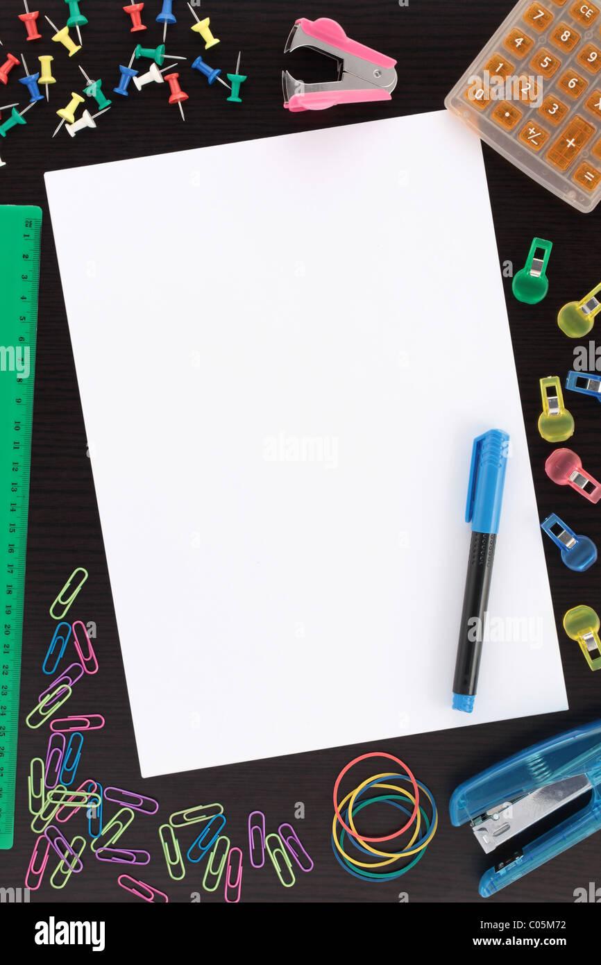 Aperçu Papeterie avec stylo et papier Photo Stock