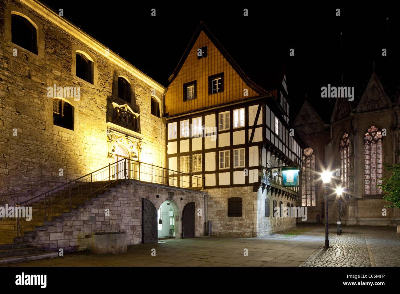Gewandhaus, marchand de tissu, et l'Ancienne Douane et des milices civiles Maison sur Altstadtmarkt square, Photo Stock