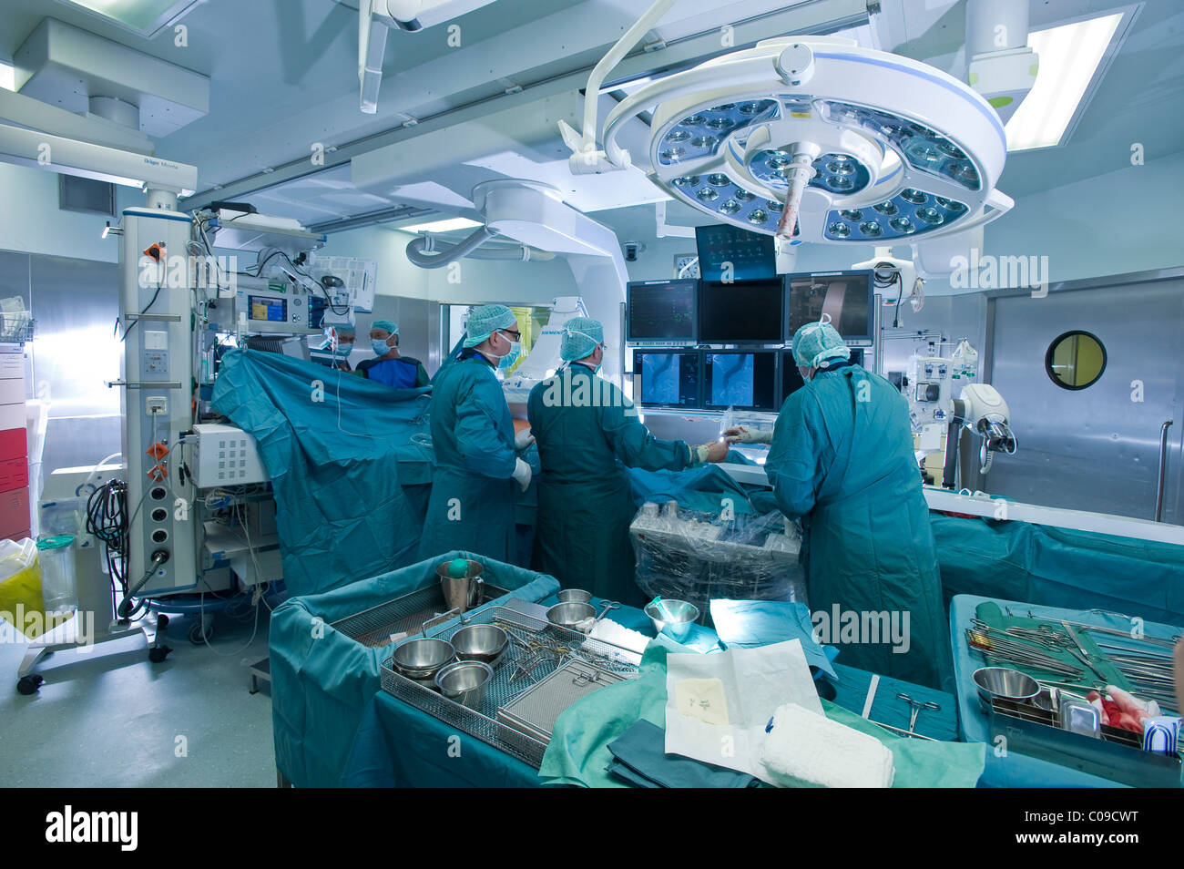 Chirurgie cardiaque dans une salle d'opération hybride, Deutsches Herzzentrum Berlin ou centre cardiaque Photo Stock