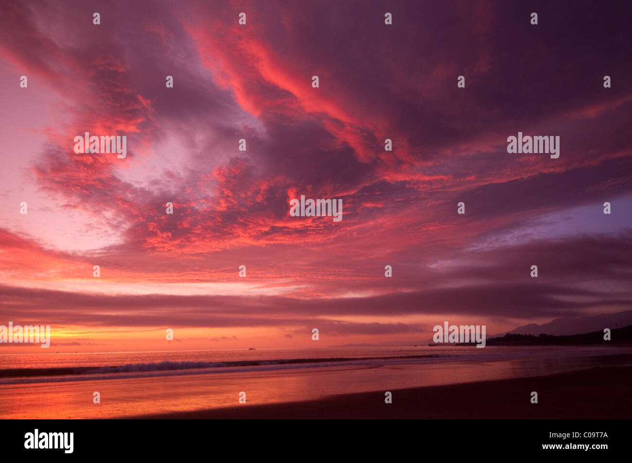 Coucher du soleil à west face plage près de Santa Barbara California coast  Central Photo Stock ccfa463af18c