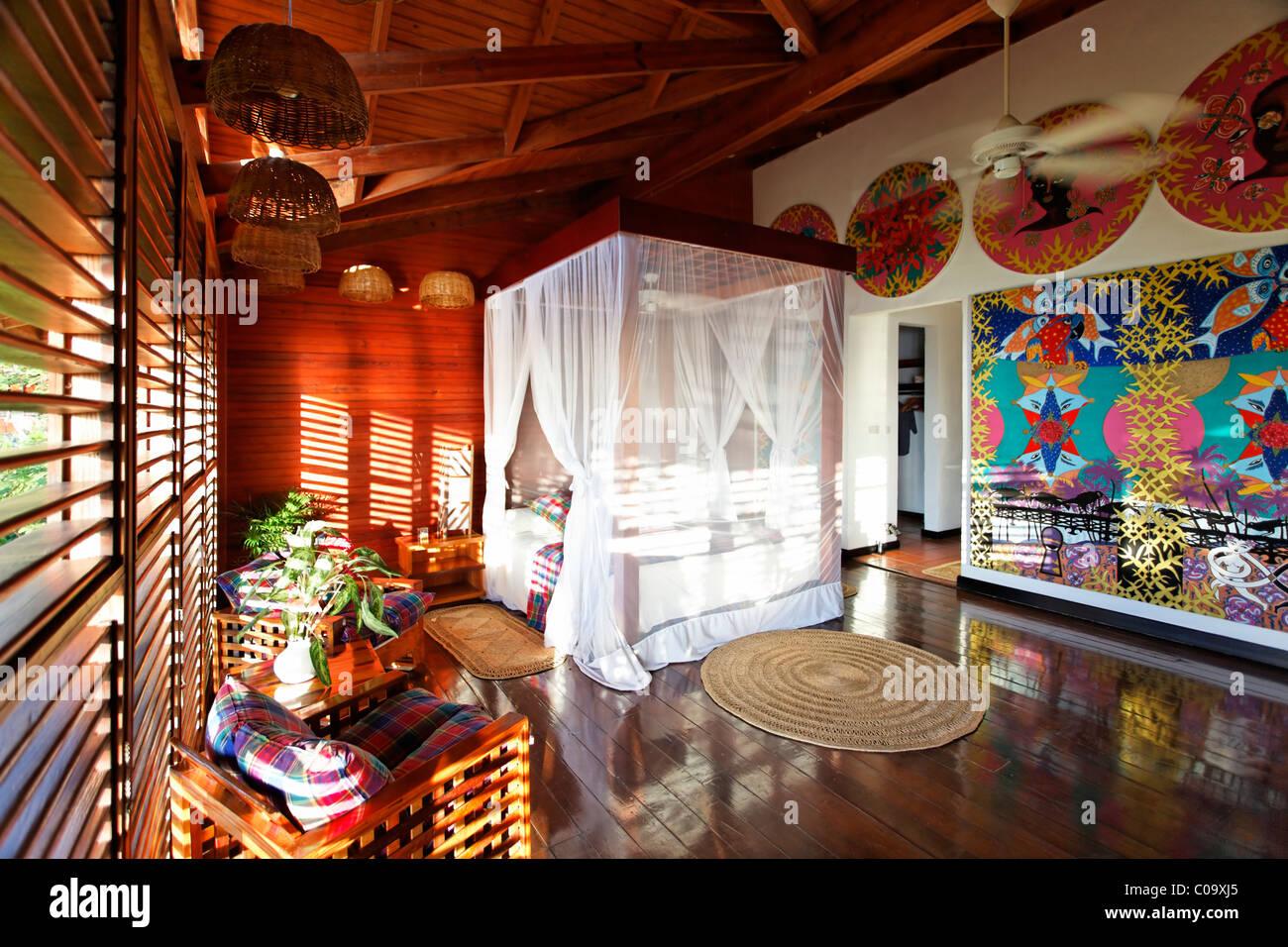 Hotelroom avec illustrations originales de Claude Sandoz, Luxury Hotel Anse Chastanet Resort, LCA, Sainte-Lucie, Photo Stock