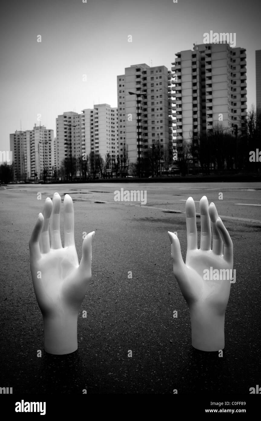 """Gratosoglio district. Milan, Italie. 'Les mains dans le ciment"""" (spécifique au site) Photo Stock"""