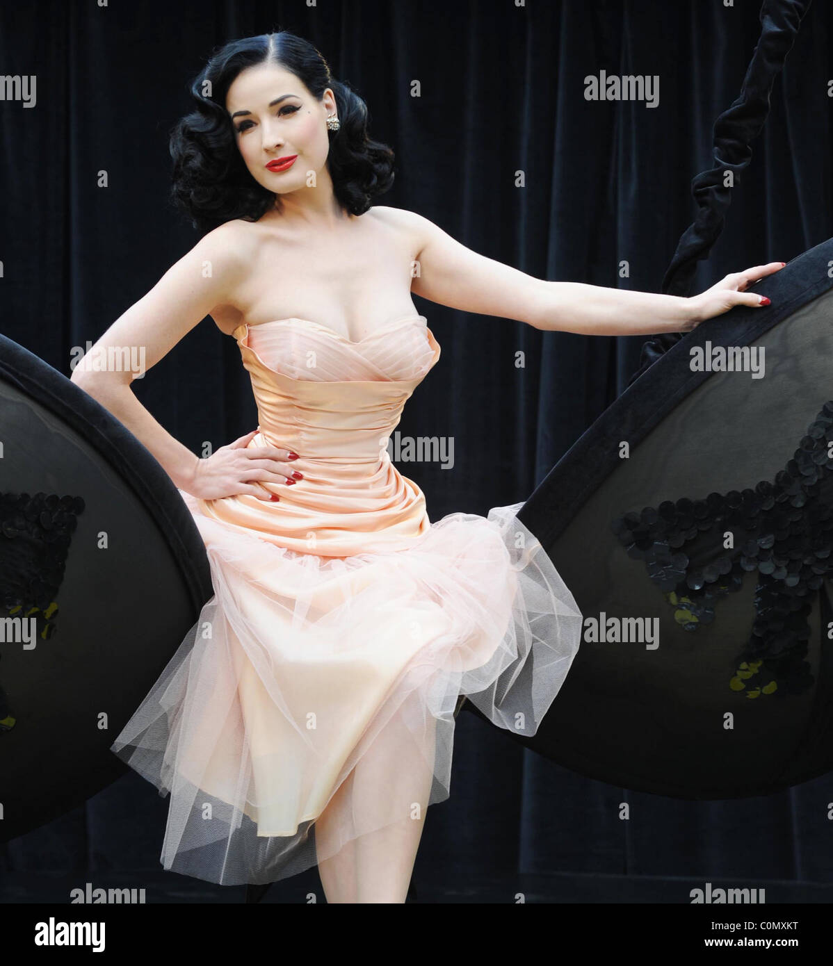 "Dita Von Teese dévoile sa nouvelle ""Wonderbra By Dita Von Teese"" collection à Covent Garden Photo Stock"