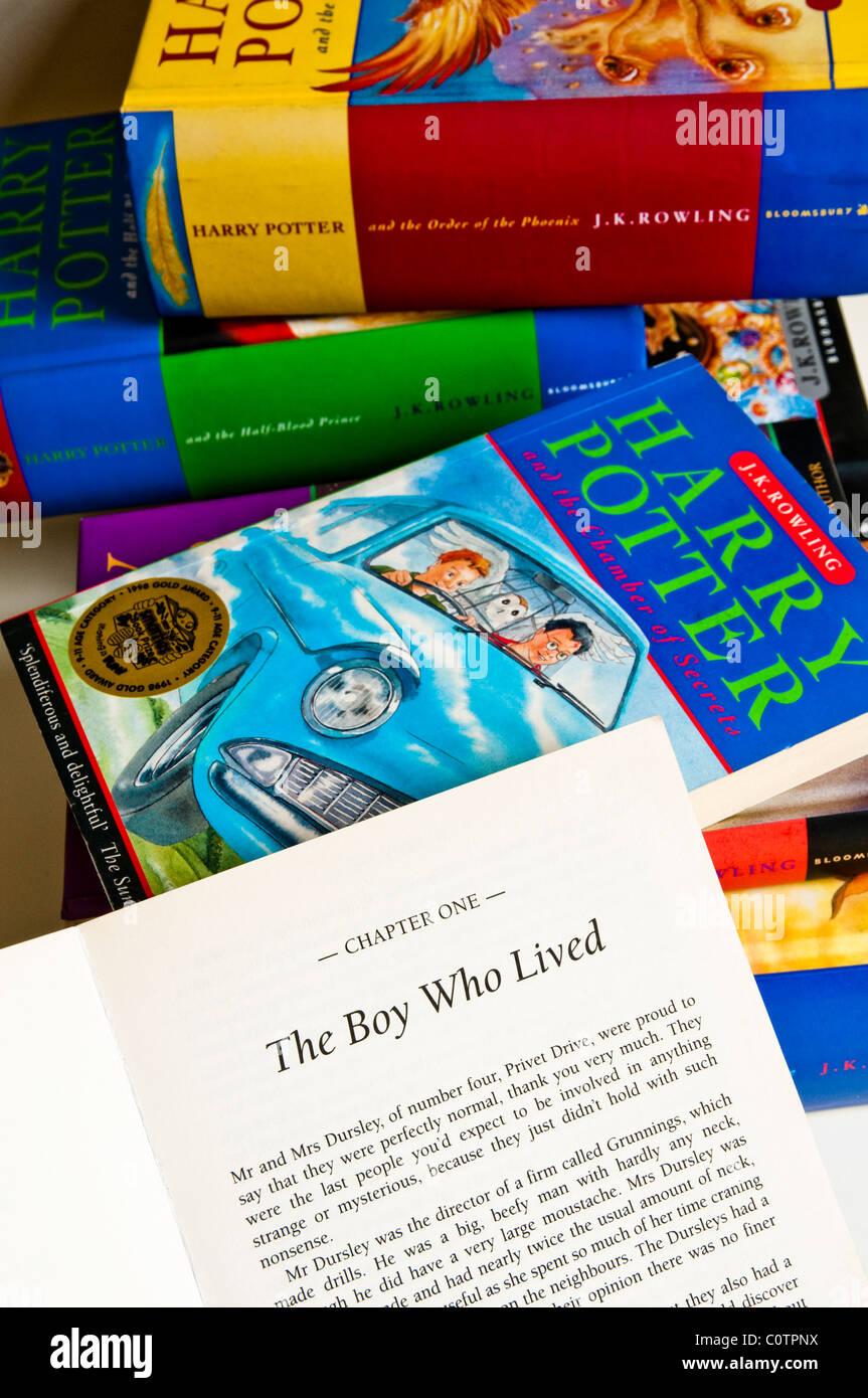 Pile De Tous Les Livres De Harry Potter Le Premier Livre