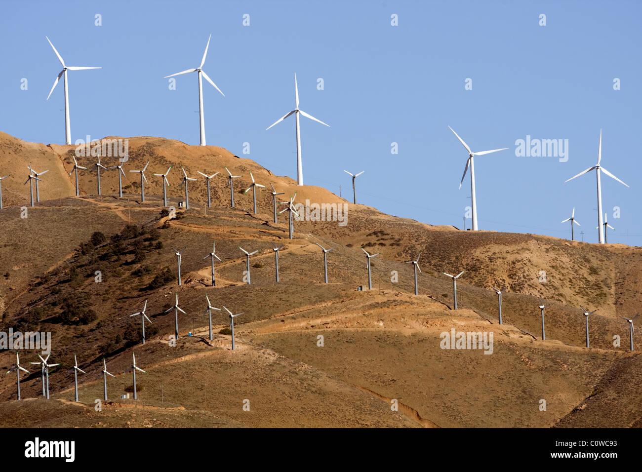 Ferme éolienne - limite ouest du désert de Mojave, en Californie. Photo Stock