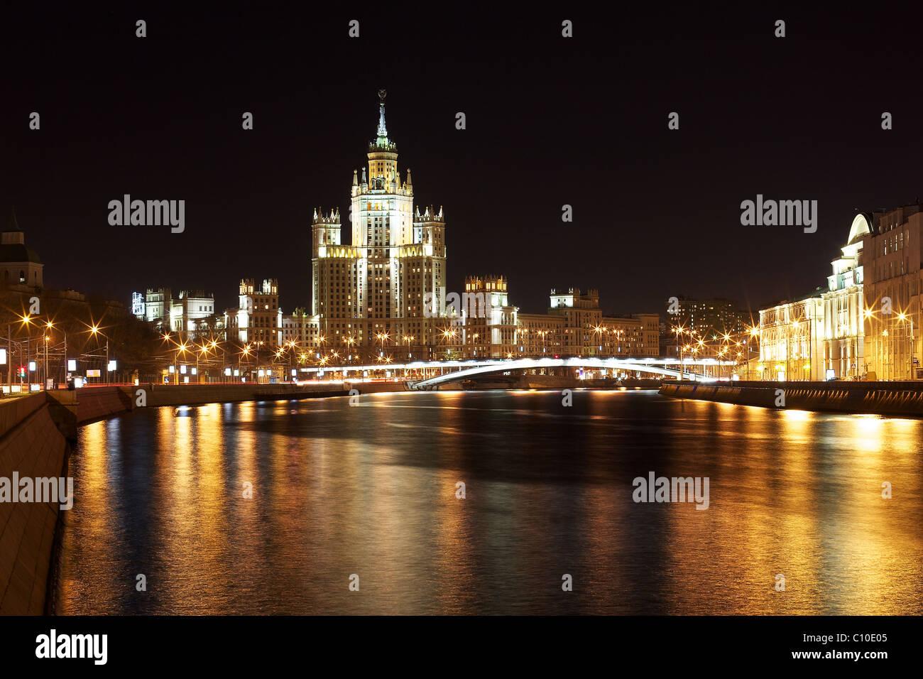 Kotelnicheskaya remblai, l'un des gratte-ciel de Staline, Moscou, Russie Banque D'Images