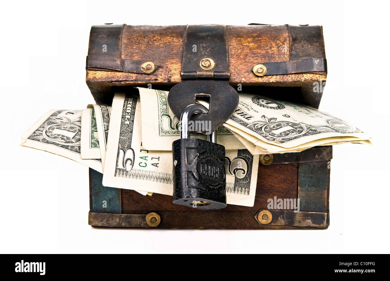 Coffre en bois avec petit cadenas dollar bills Photo Stock