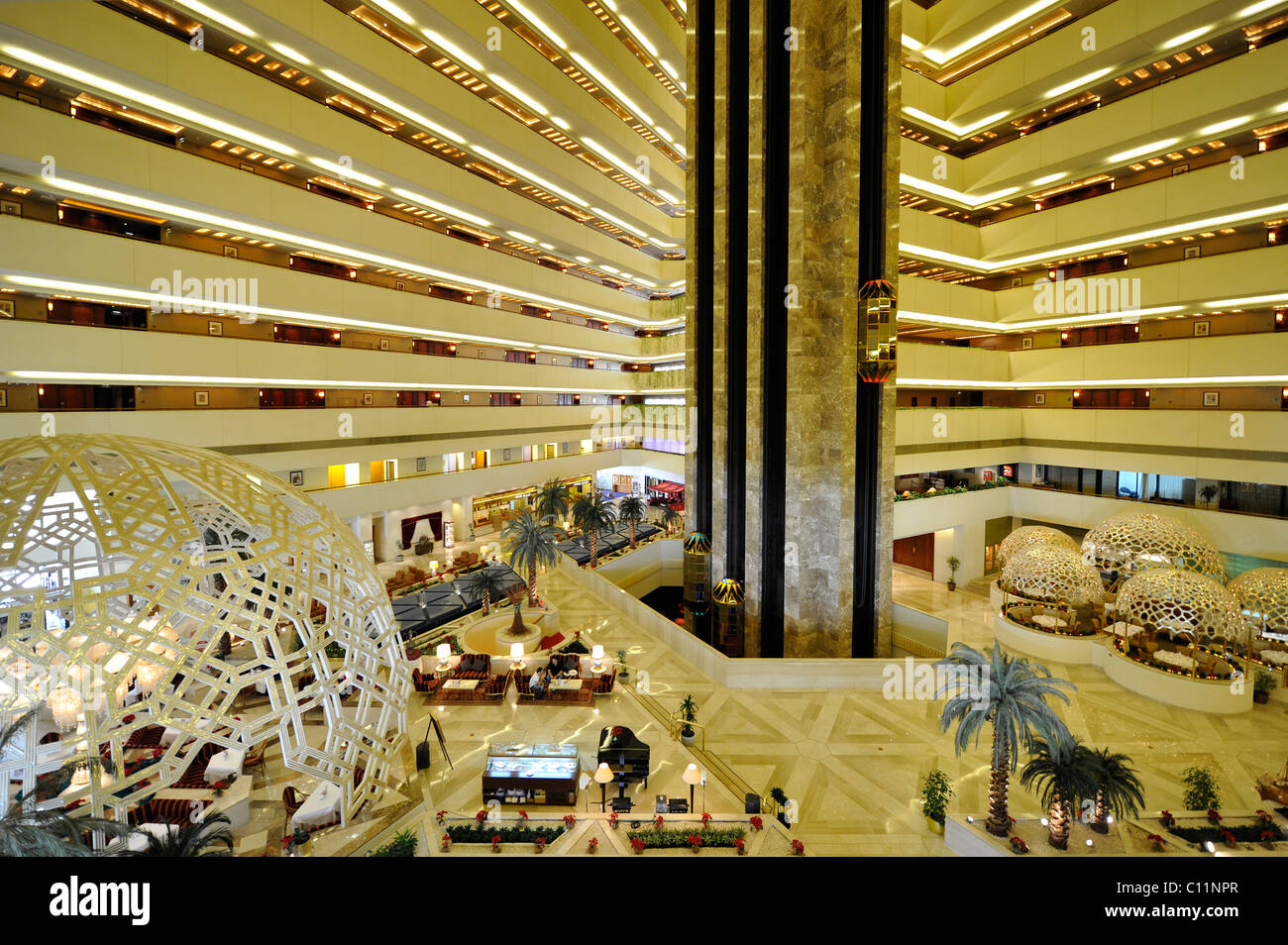 L'intérieur, ascenseurs, l'hôtel Sheraton de Doha, Doha, Qatar, du golfe Persique, au Moyen-Orient, Photo Stock