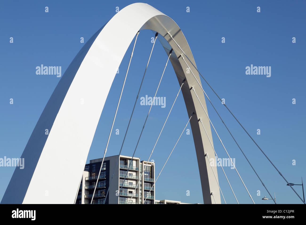 Détail des supports sur le pont Clyde Arc au-dessus de la rivière Clyde à Glasgow, Écosse, Royaume-Uni Banque D'Images