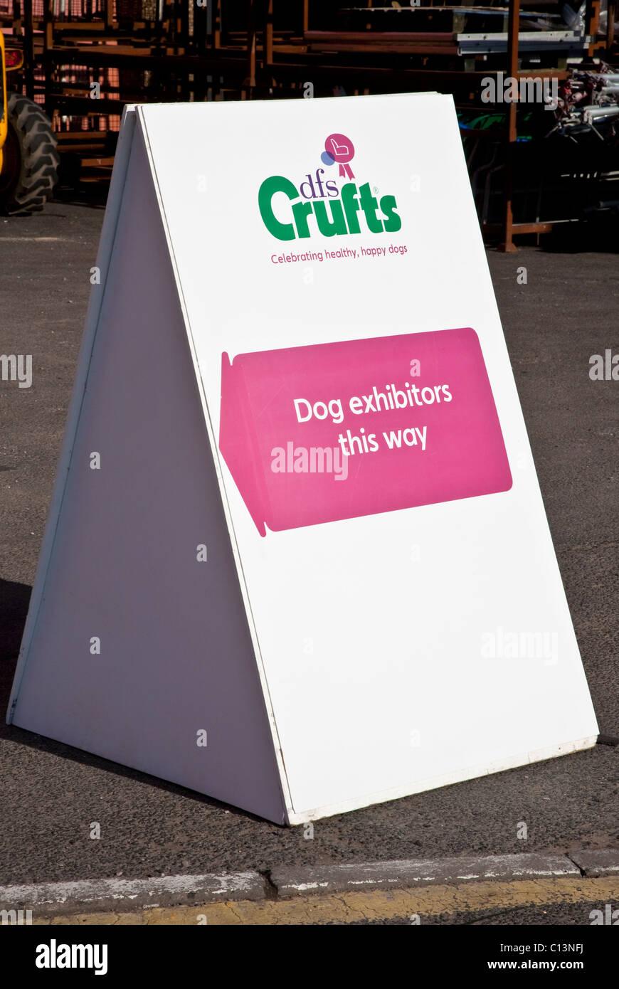 Direction Exposants chien signe pour Crufts à NEC Banque D'Images