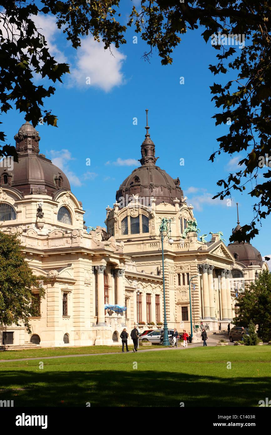 Les médicaments les plus grands thermes d'Europe. La néo baroque des bains Szechenyi, City Park, Budapest, Photo Stock