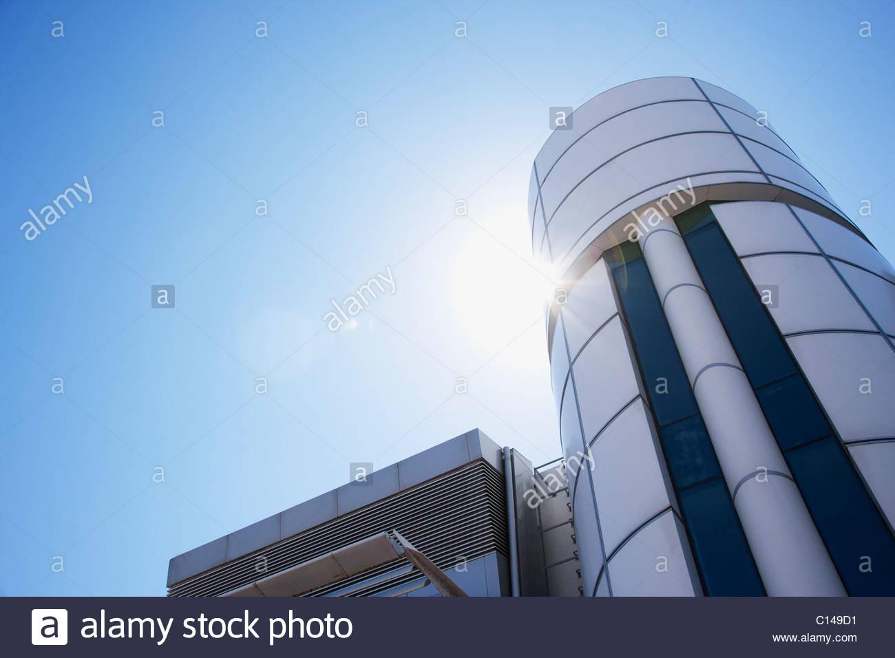 Fenêtres en verre bleu d un immeuble de bureaux moderne pour