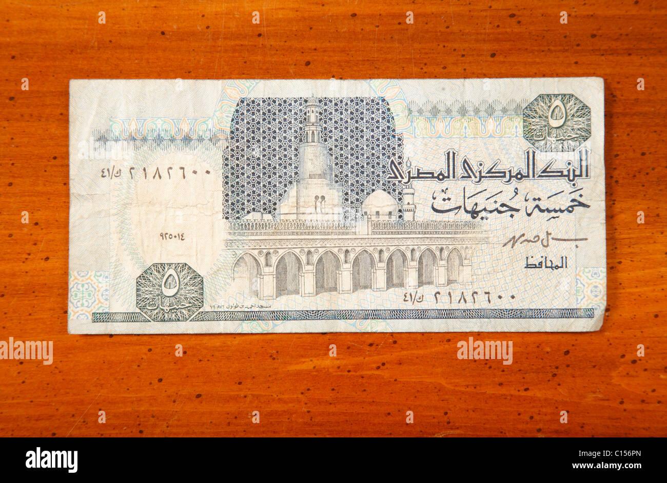 5 Monnaie Livre Egyptienne Note Sur Table Avec Ecriture