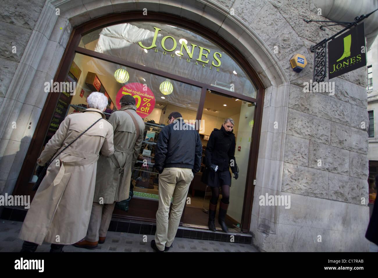 Jones le bottier détaillant de chaussures Photo Stock