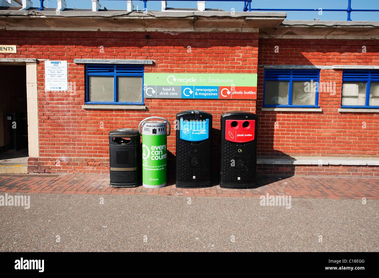 Point de recyclage sur le front de mer de Eastbourne East Sussex Banque D'Images