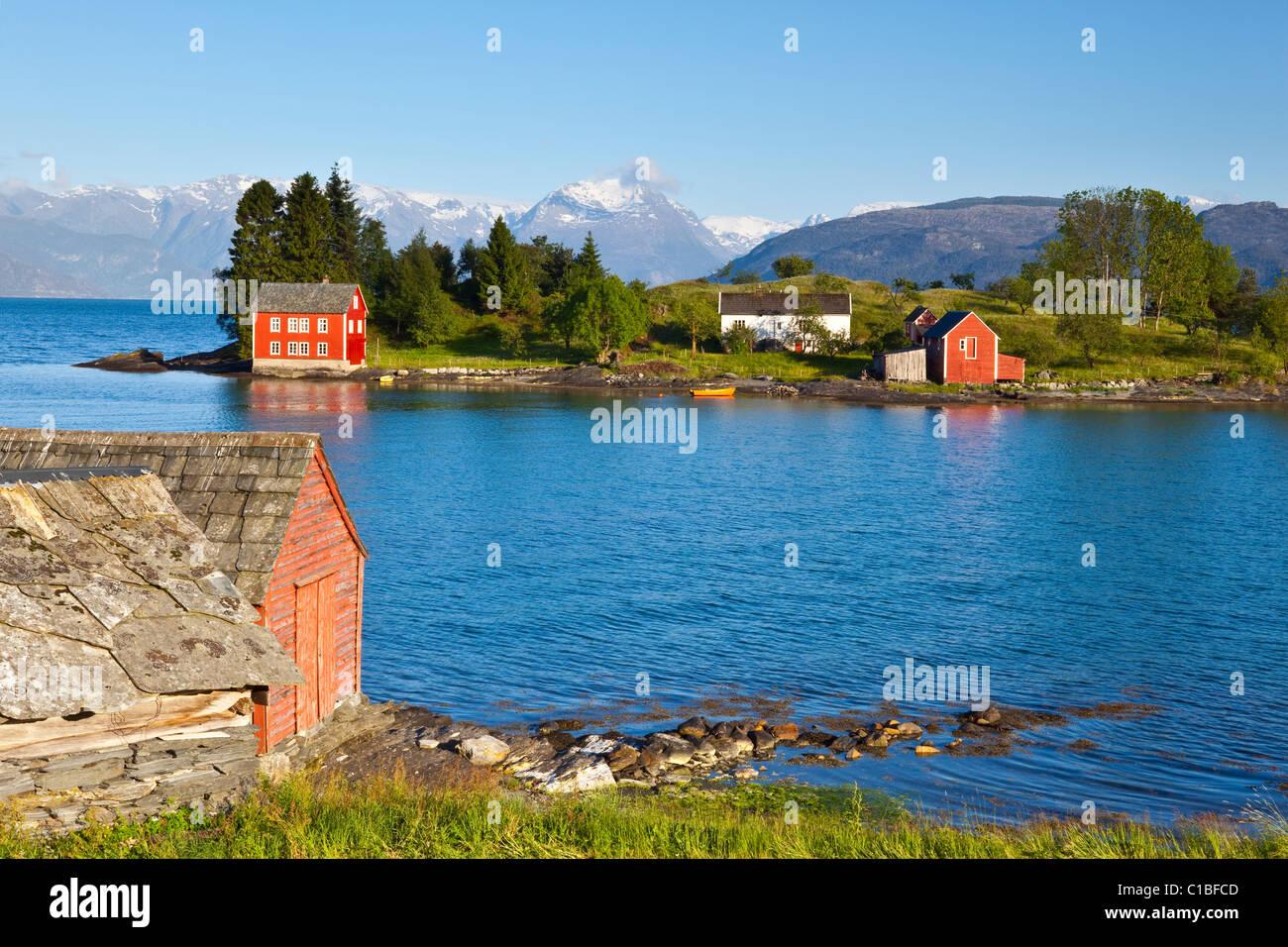 Un cadre idyllique île rurale dans le fjord Hardanger, Hordaland, Norvège Photo Stock