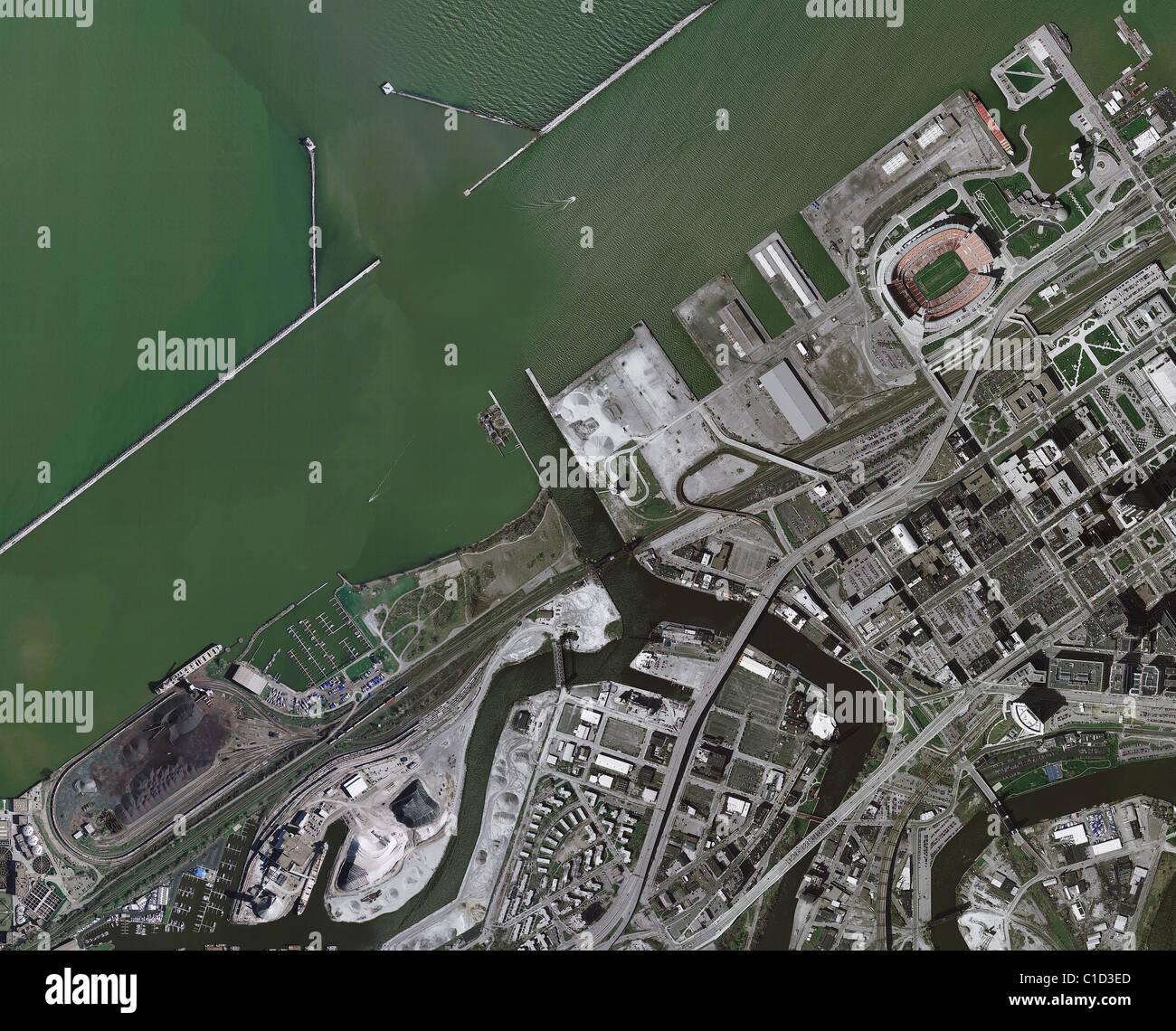 Carte aérienne voir au-dessus du port de Cleveland embouchure de rivière Cuyahoga en Ohio Photo Stock
