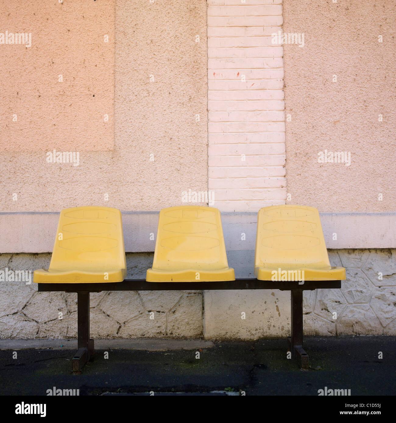 Trois sièges d'une gare Photo Stock