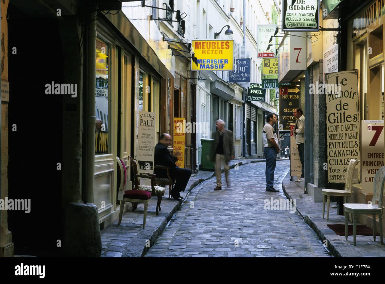 France, Paris, Quartier Du Faubourg Saint Antoine, Magasins De Meubles Dans  Le Passage Du Chantier