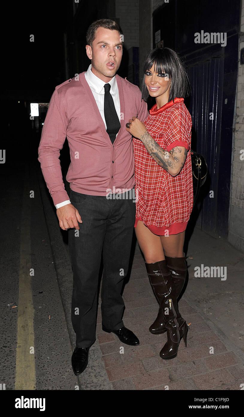 Jodie Marsh et son nouveau petit ami Ryan Fleming quitter Studio Valbonne discothèque Londres, Angleterre  Photo Stock