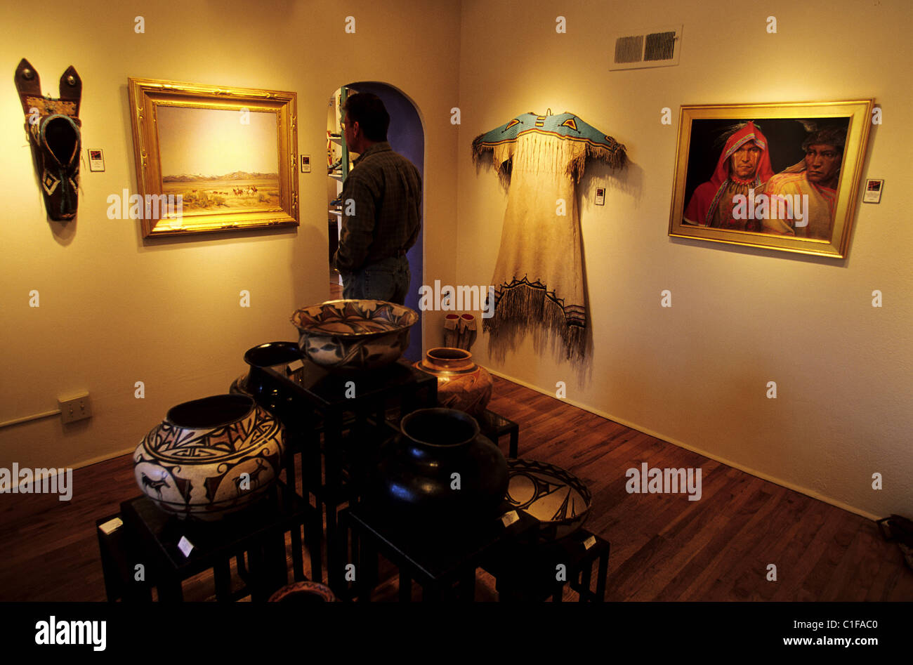 United States, New Mexico, Santa Fe, une galerie d'art en Canyon Road Photo Stock