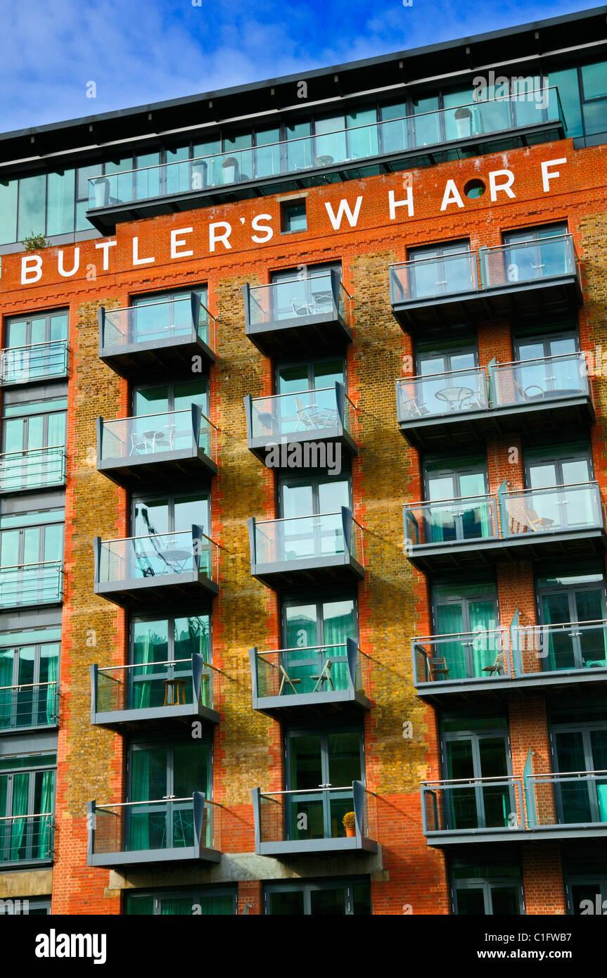Butler's Wharf, Shad Thames, London, SE1, au Royaume-Uni. Appartements de luxe avec vue sur la Tamise Photo Stock