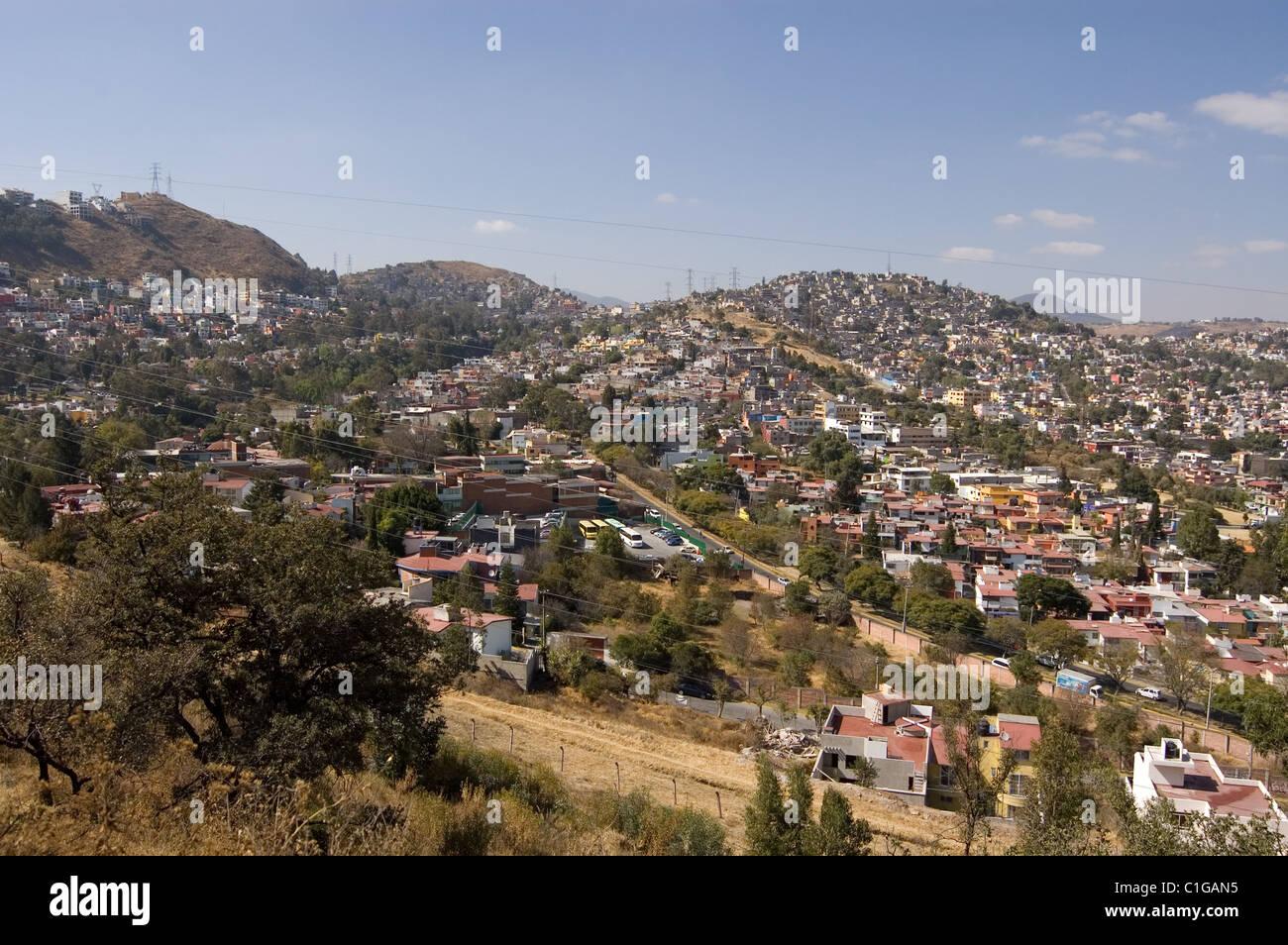 Voir l'aire métropolitaine de Mexico d'une colline Photo Stock