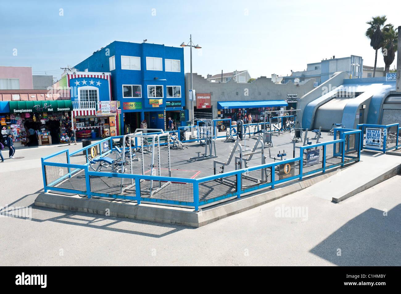 Célèbre Muscle Beach salle de sport, un club de plein air l'haltérophilie, où de nombreux bodybuilders célèbres Banque D'Images