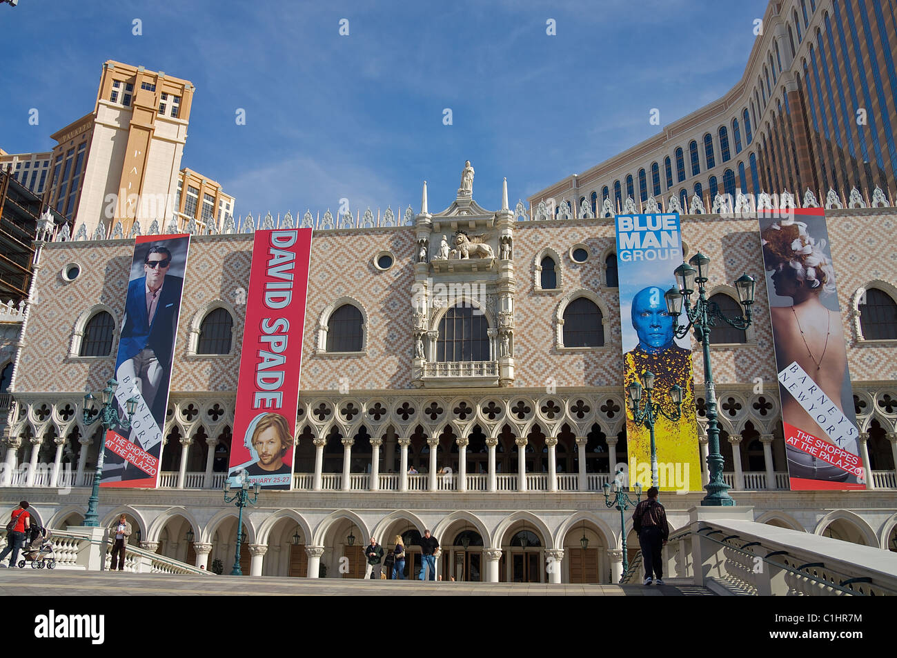 Une partie de la façade de la Las Vegas Hotel, Casino & Resort, Bannières et animations publicitaires headliners Banque D'Images