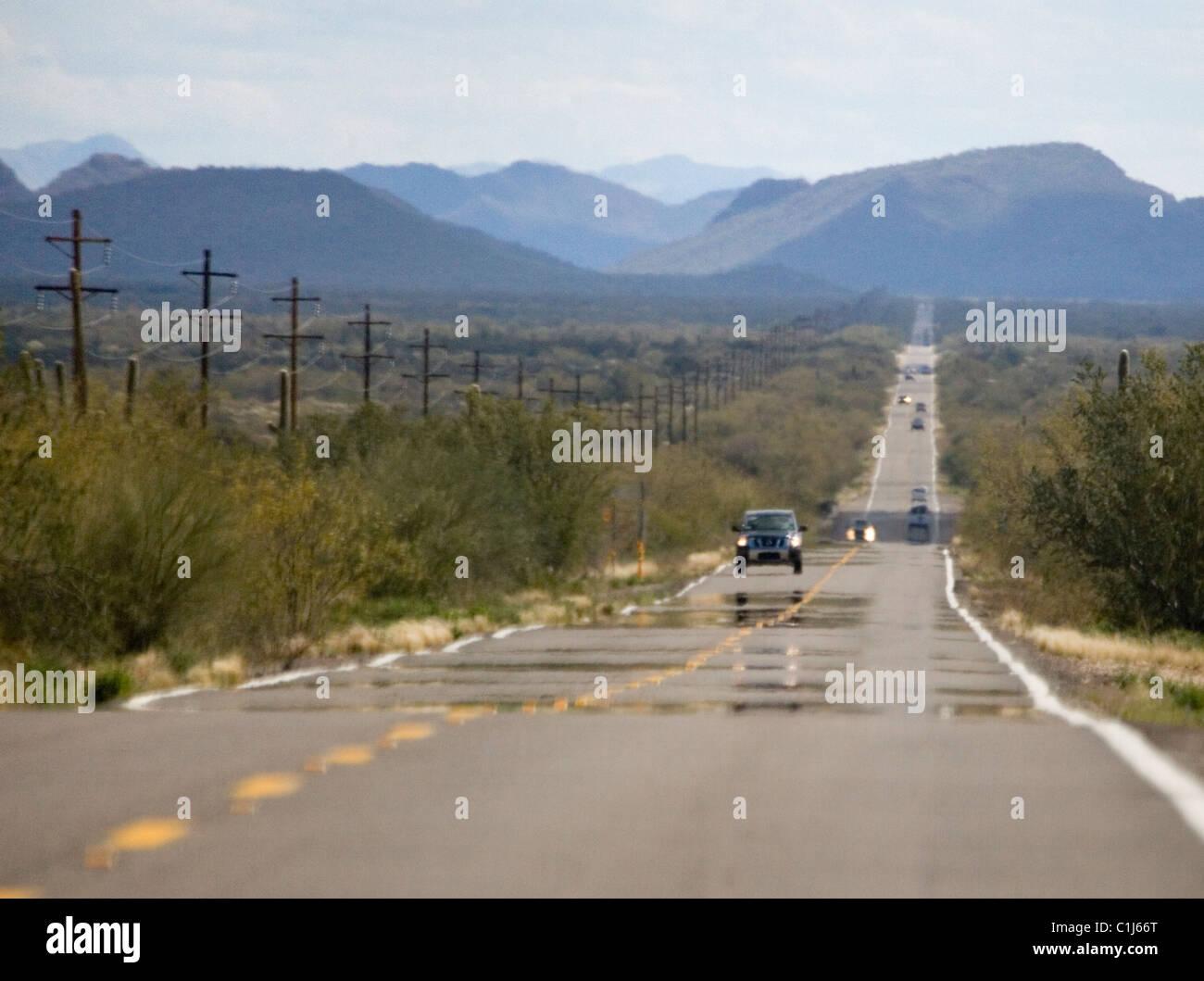 Mirage de chaleur sur l'autoroute dans le désert de l'Arizona Photo Stock