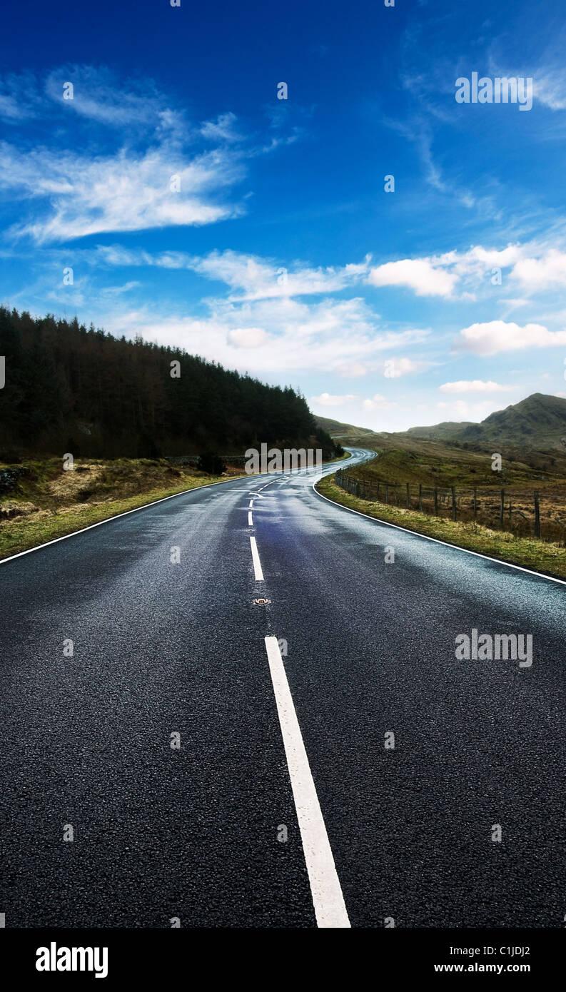 Ciel de la route bleue Photo Stock