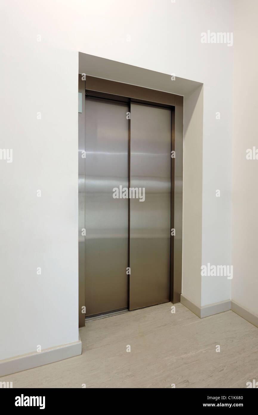 Porte de l'ascenseur Photo Stock