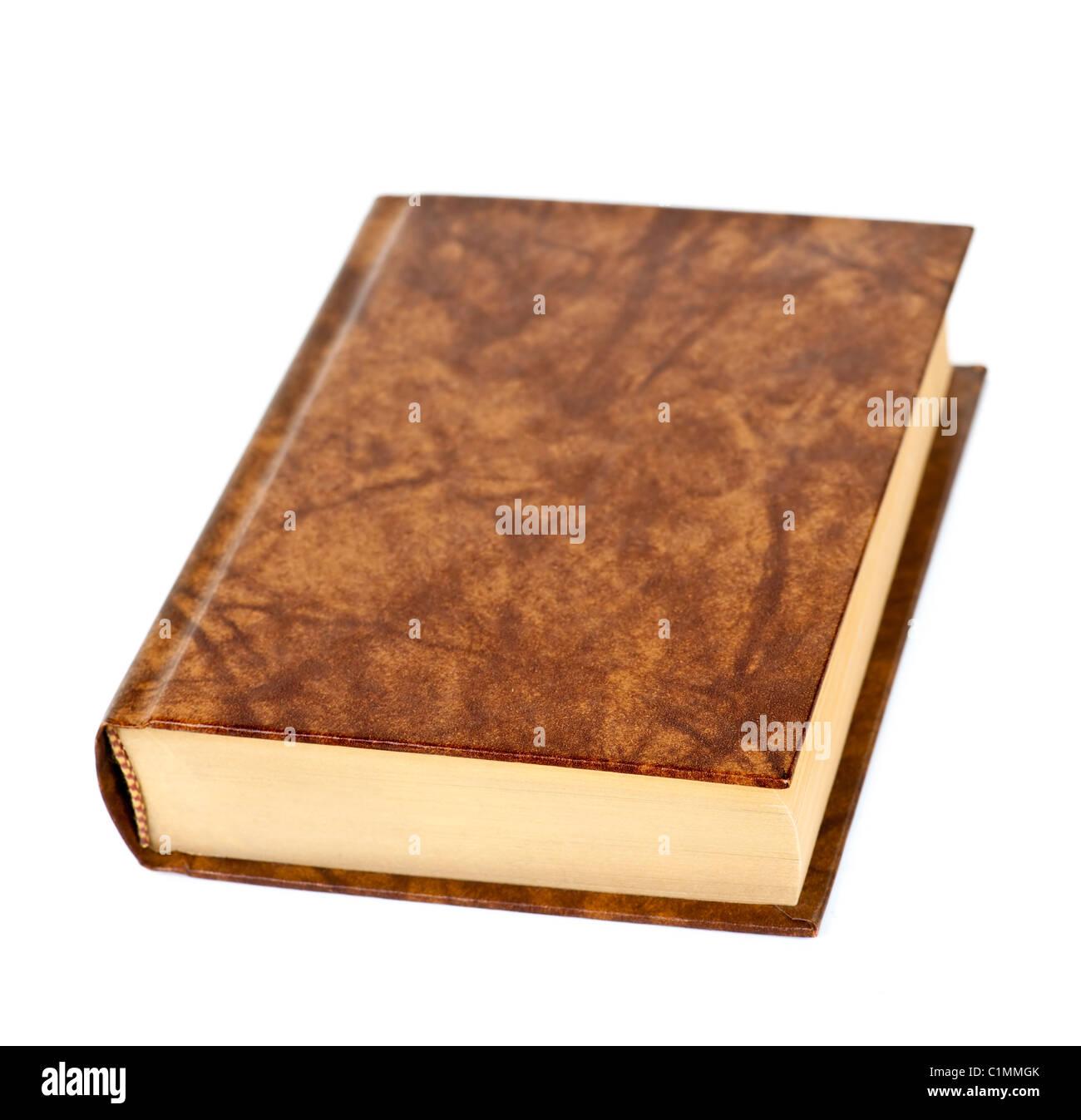 Vieux livre relié en cuir relié en blanc isolé sur fond blanc Photo Stock