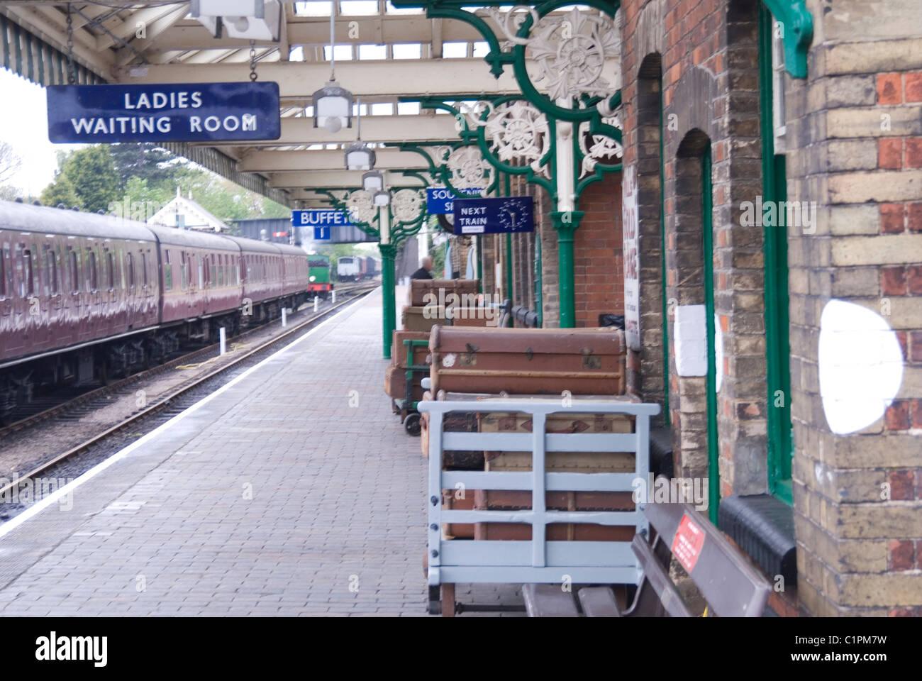 L'Angleterre, Norfolk, plate-forme de la gare de Sheringham Banque D'Images
