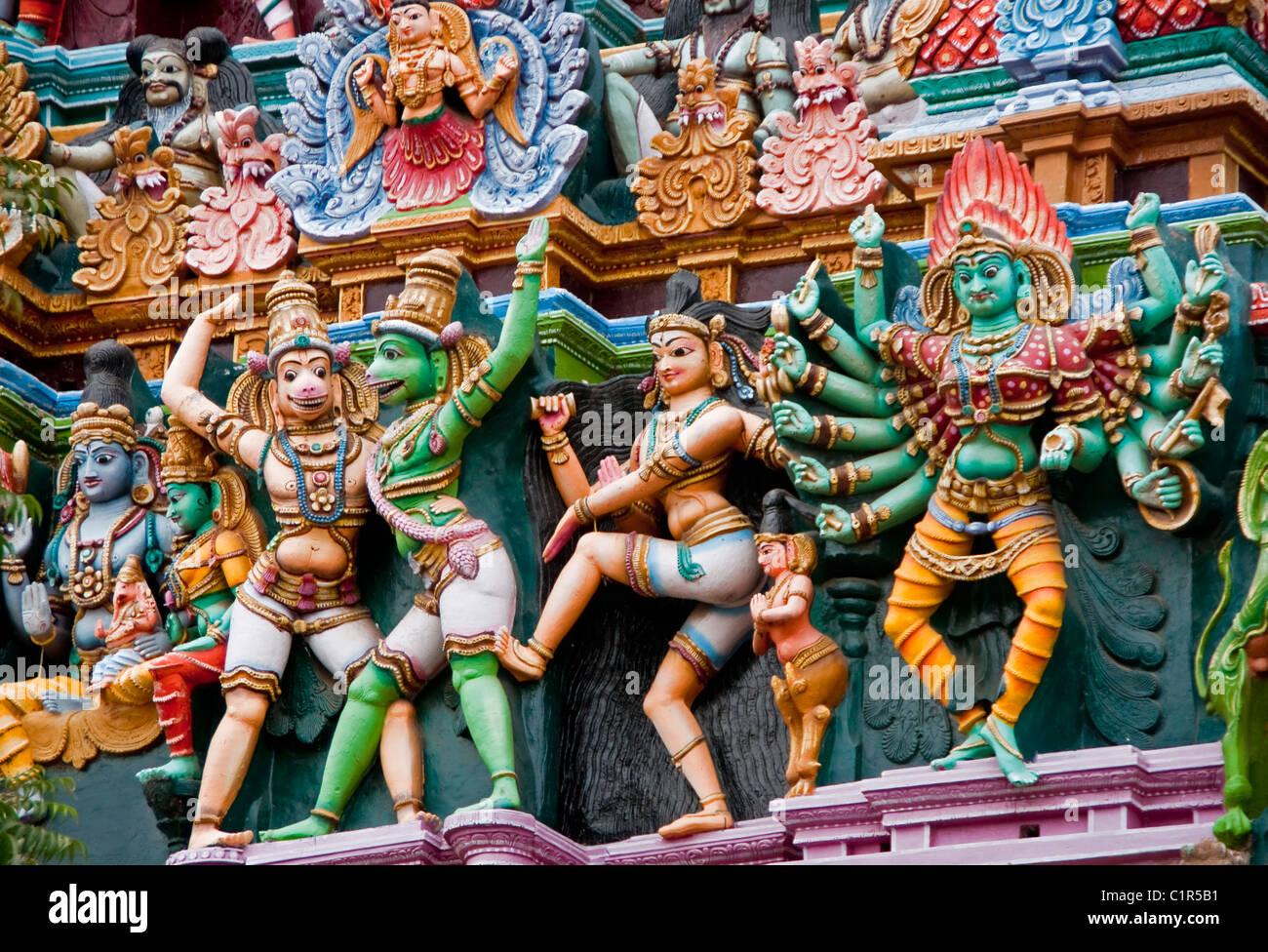 Détail des figures de la mythologie hindoue sur Sri temple de Minakshi à Madurai Photo Stock