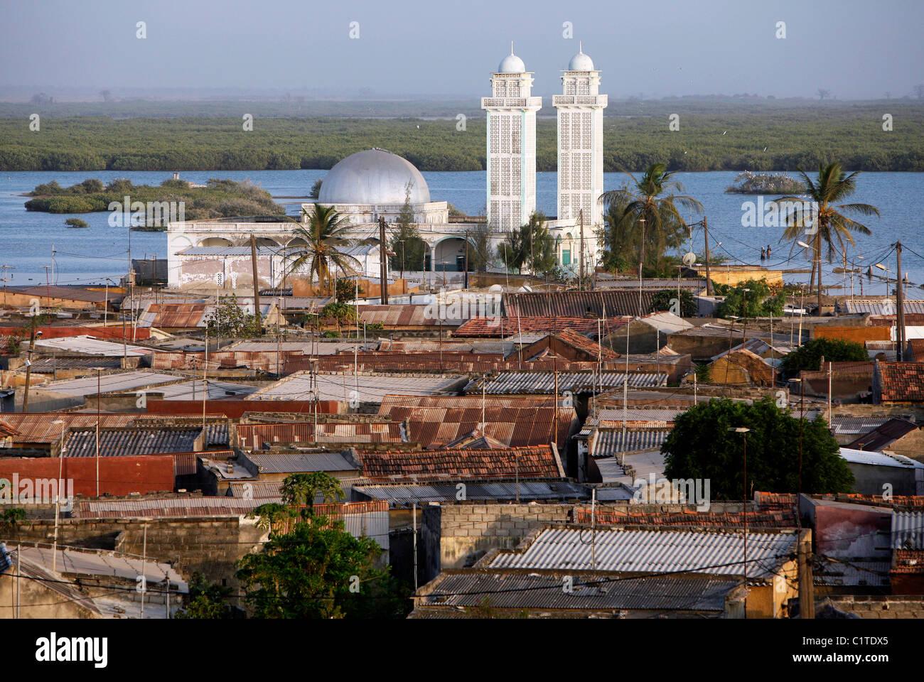 Mosquée sur l'île de Fadiouth, composé de coquillages. Joal Fadiouth, Sénégal Photo Stock