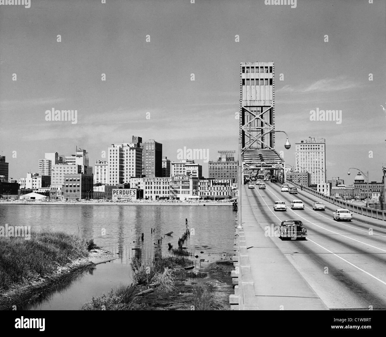 Voitures sur un pont cantilever, Main Street Bridge, Saint John's River, Jacksonville, Florida, USA Photo Stock