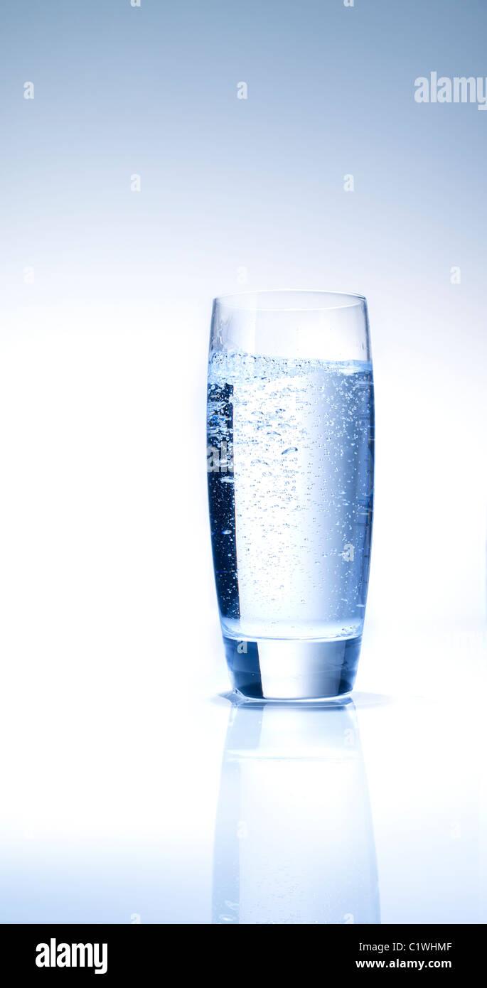 L'eau dans un verre Photo Stock