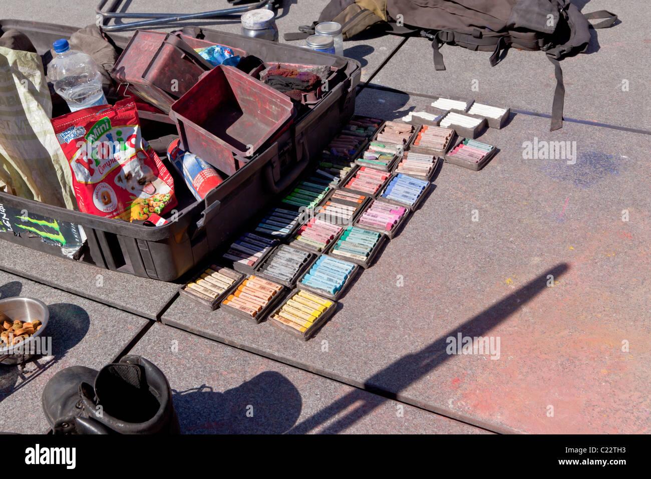 Artiste de la rue et des fournitures dans les pastels Paris France Banque D'Images