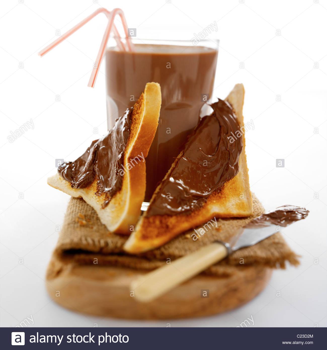 Chocolat à tartiner sur des toasts Photo Stock